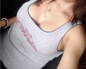 Sakina escort girl in Central Point